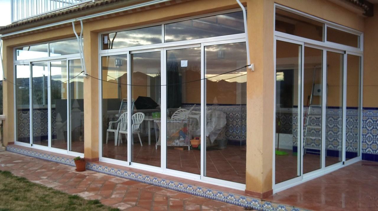 Cristaleriabcn cristaleros y carpinteria de aluminio en for Cerramiento terraza cristal precio